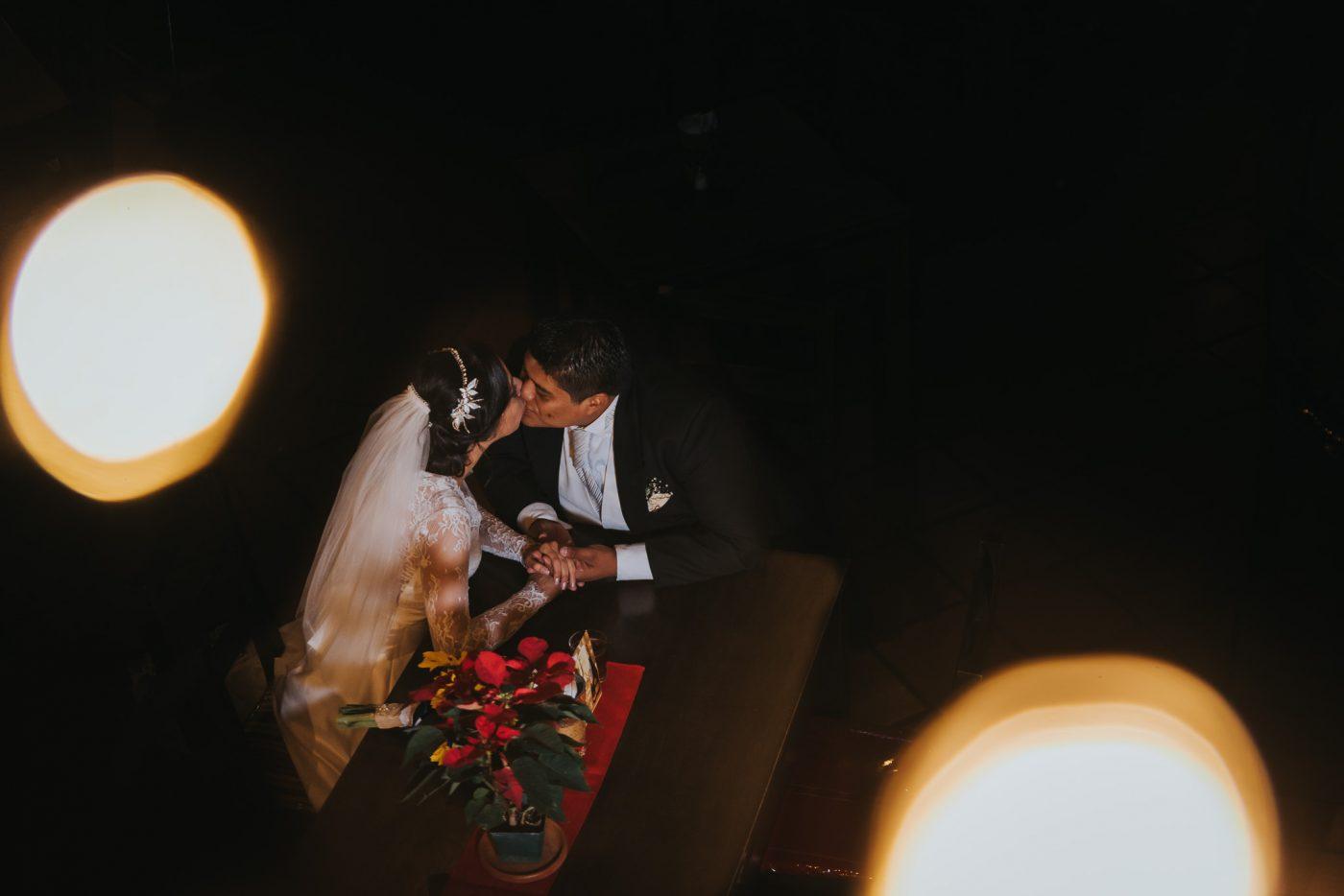 Boda-religiosa-Julio_y_Marella-bodas_Juan_Salazar-wedding-pareja-compromiso-wedding_day-boda-Guatemala-restaurante_el_adobe