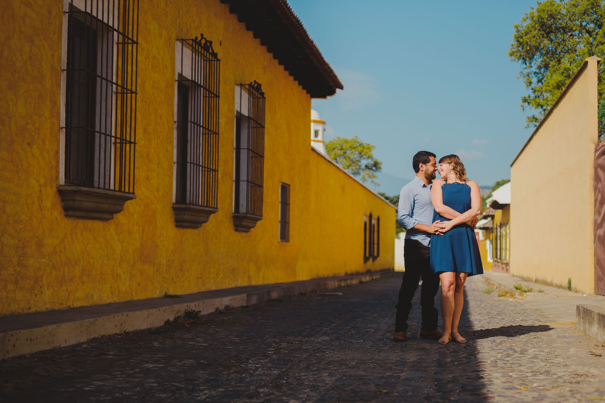 Compromiso-Oscar_Jessica-Pre-boda-engagement-photoshoot-couple-pareja-Bodas_Juan_Salazar-juansalazarphoto-Antigua_Guatemala-Destination_wedding